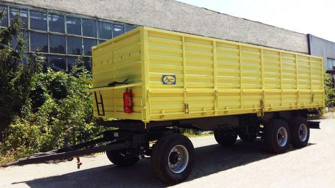 Триосно ремарке зърновоз, предназначено за превоз на земеделска продукция с полезен обем от 35 куб.м
